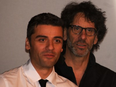 Writer-director Joel Coen (r) with his lead Oscar Isaac